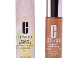 Make-up Foundation Clinique Beyond Perfecting Foundation + Concealer (30 ml)
